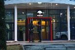 Detenció de suposats membres d'ETA al Ripollès Diversos mossos encaputxats vigilaven la comisaria