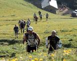 Ultratrail els Bastions de la Vall de Ribes Els corredors de la ultratrail al pas pel refugi de la Covil. Foto: wwww.corriolsdellum.com