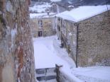 L'endemà de la gran nevada La plaça de Vallfogona ben plena de neu. Foto: Ramon Oliver