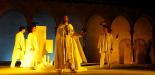 L'any 2010 en 100 imatges Representació del Comte Arnau al claustre del Monestir de Sant Joan. Foto: Arnau Urgell