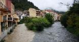 L'any 2010 en 100 imatges Aiguabarreig bicolor a Ribes després d'un temporal que va deixar més de 200 litres al Ripollès. Foto: Arnau Urgell