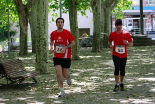 I Cursa de les Quatre Ermites de Ripoll Èdgar Rovira i Gerard Benítez arribant a la meta del passeig Ragull. Foto: Arnau Urgell