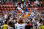 Futbol: Girona 1 - Saragossa 4 Els jugadors del Saragossa celebrant el resultat amb els aficionats del club.