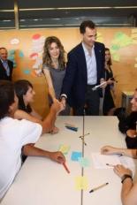 Primer Fòrum Impulsa Els prínceps d'Astúries, Felip de Borbó i Letizia Ortiz, visitant aquest matí els tallers per a joves que s'han fet en el marc del Fòrum Impulsa