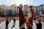 Resum de l'any 2016 a la Garrotxa <p>La plaça Major, plena a vessar amb el ball dels Gegants de la festa major.</p>