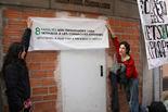 Ocupació d'un edifici d'Olot per ubicar-hi famílies desnonades