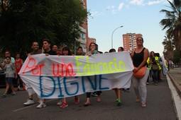 Manifestació per una educació digna de l'Institut Can Roca
