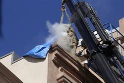Desmantellament dels grups escultòrics del Teatre Principal
