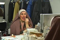 Els Pastorets del Social, vistos des de dins <p>La Marta (Sílvia Comellas), maquillant-se.</p>