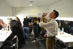 Els Pastorets del Social, vistos des de dins <p>El Lluquet (Oriol Salvador), veu aigua al camerino abans d'arrencar l'obra.</p>