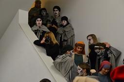 Els Pastorets del Social, vistos des de dins <p>Les fúries escolten la xerrada del director des de les escales. En total hi ha una setantena de persones.</p>