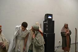 Els Pastorets del Social, vistos des de dins <p>El monitor per on els actors i les actrius segueixen el desenvolupament de l'obra.</p>