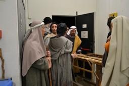 Els Pastorets del Social, vistos des de dins <p>Sant Josep, com tots els personatges, també ajuda a moure els decorats.</p>