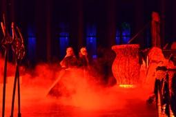 Els Pastorets del Social, vistos des de dins <p>L'infern, amb Llucifer (Sunsi Borgunyó) al costat de l'olla.</p>
