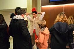 Els Pastorets del Social, vistos des de dins <p>En Lluquet (Oriol Salvador), una de les estrelles d'Els Pastorets, saludant el públic després de l'obra.</p>