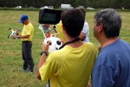 Pi de les Tres Branques 2014 Els encarregats del control remot dels drones