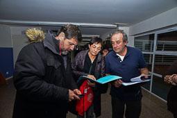 Les fotografies del 9-N Voluntaris preparant la jornada a Roda de Ter (Osona) Foto Josep M. Montaner
