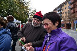 Les fotografies del 9-N Cues per entrar a l'institut de Vic (Osona). Foto Josep M. Montaner