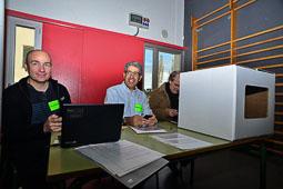 Les fotografies del 9-N El conseller Francesc Homs, president d'una mesa a Taradell (Osona). Foto Josep M. Montaner