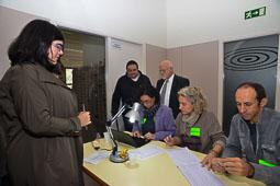 Les fotografies del 9-N Observadors internacionals a Vic (Osona), amb Marta Rovira. Foto Josep M. Montaner