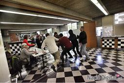 Les fotografies del 9-N Uns encaputxats entren a l'Escola d'Hosteleria de Girona. Foto: Carles Palacio
