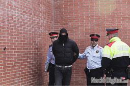 Les fotografies del 9-N Un dels agressors detigut pels Mossos d'Esquadra. Foto: Carles Palacio