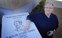Les millors fotos de la setmana de Nació Digital  Terrassa dedica una plaça a  Vicenç Ferrer. </br> Foto:  Cristóbal Castro