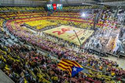 Les millors fotos de la setmana de Nació Digital   Un palau Sant Jordi ple enceta la campanya de les plebiscitàries.</br>Foto: Jordi Borràs