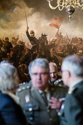 Les millors fotos de la setmana de Nació Digital   El MNAC cedeix en dipòsit el quadre «El General Prim a la batalla de Tetuan», del pintor Francesc Sans Cabot, al Palau de la Capitania Militar de Barcelona.Foto: Adrià Costa