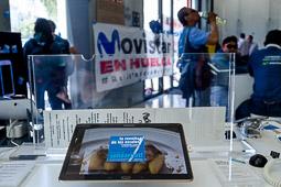 Treballadors en vaga de Movistar ocupen una botiga de l'empresa a Barcelona