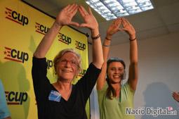 Municipals 2015 a Barcelona Maria José Lecha i Maria Rovira celebrant els resultats.</br>Foto: Marina Bou