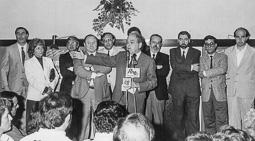 El vell àlbum d'imatges dels temps feliços de Convergència i Unió Jordi Pujol, amb candidats municipals de CiU, el 1991.