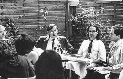 El vell àlbum d'imatges dels temps feliços de Convergència i Unió Max Cahner (1936-2013), conseller de Cultura el 1980, procedent de Nacionalistes d'Esquerra.