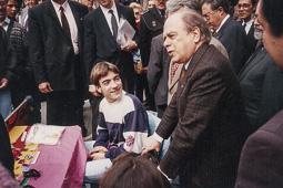 El vell àlbum d'imatges dels temps feliços de Convergència i Unió Jordi Pujol visitant fires i mercats.