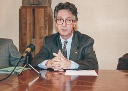 El vell àlbum d'imatges dels temps feliços de Convergència i Unió Joan Guitart, vuit anys conseller d'Ensenyament i vuit més de Cultura, de 1980 a 1996.