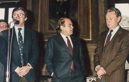 El vell àlbum d'imatges dels temps feliços de Convergència i Unió El president Jordi Pujol, amb el director general de l'Esport, Josep Lluís Vilaseca.