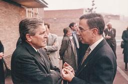 El vell àlbum d'imatges dels temps feliços de Convergència i Unió El conseller d'Interior, Xavier Pomés (a la dreta)