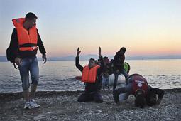 Arribada dels refugiats sirians a l'illa de Kos  Arribada d'immigants sirians a l'illa grega de Kos.