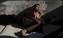 Arribada dels refugiats sirians a l'illa de Kos  Un pakistanès descansant en una de les zones de l'hotel.
