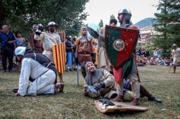 Les millors fotos de la setmana de Nació Digital Batalla campal de les Festes de Pinós de Bagà . </br> Foto: Aida Morales