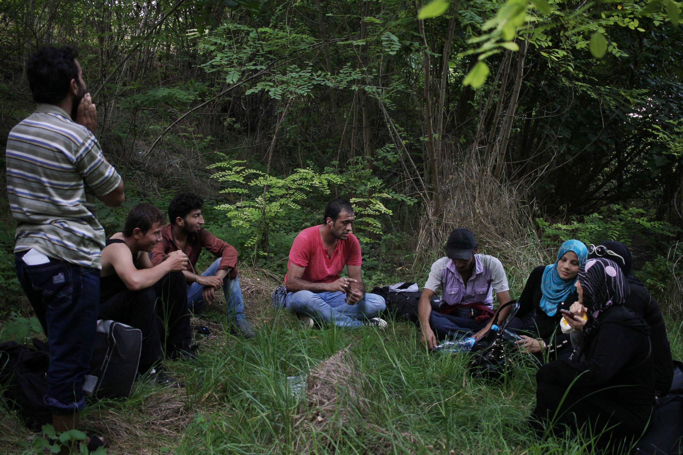 Pas dels refugiats sirians a la frontera entre Sèrbia i Hongria