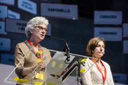 Muriel Casals, tota una vida de lluita 24/04/2015. Muriel Casals i Carme Forcadell, al Palau Sant Jordi, durant l'acte «Tornen les urnes, tornem al carrer». Foto: Adrià Costa.