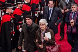 Muriel Casals, tota una vida de lluita 12/01/2016. Muriel Casals i Lluís Llach arribant al Palau de la Generalitat per assistir a la presa de possessió de Carles Puigdemont. Foto: Adrià Costa.