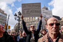 Les millors fotos de la setmana de Nació Digital <a href='http://www.naciodigital.cat/naciofotos/galeria/14153/pagina1/marxa/europea/pels/drets/dels/refugiats/barcelona'>Marxa Europea pels Drets dels Refugiats a Barcelona</a>. </br> Foto: Sergi Cámara