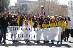 Les millors fotos de la setmana de Nació Digital <a href='http://www.naciodigital.cat/latorredelpalau/galeria/975/pagina1/manifestacio/comunitat/educativa/terrassa'>La Comunitat Educativa de Terrassa surt al carrer en defensa de l'educació pública</a>. </br> Foto: Cristóbal Castro