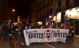 Les millors fotos de la setmana de Nació Digital <a href='http://www.naciodigital.cat/manresa/noticia/58170/dues-centes/persones/tallen/carretera/vic/reivindicar/paper/dona'>Unes dues-centes persones es manifesten a Manresa per reivindicar el paper de la dona.</a>. </br> Foto: Pere Fontanals