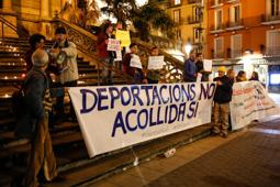Les millors fotos de la setmana de Nació Digital <a href='http://www.naciodigital.cat/garrotxa/noticia/15494/150/persones/es/concentren/olot/suport/dels/refugiats'>Unes 150 persones es concentren a Olot en suport dels refugiats.</a> </br> Foto: Martí Albesa