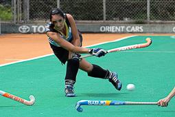 Les millors fotos de la setmana de Nació Digital <a href='http://www.naciodigital.cat/naciofotos/galeria/14461/foto/41062'>Terrassa acull la quarta edició de l'European Mami's Hockey Festival.</a></br> Foto: Marta Maseras