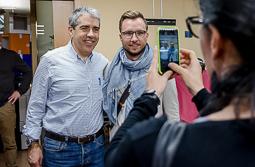 Les millors fotos de la setmana de Nació Digital <a href='http://www.naciodigital.cat/noticia/108938/homs/tornara/ser/candidat/fregar/80/primeres/primaries/cdc'>Homs tornarà a ser candidat en fregar el 80% a les primeres primàries de CDC.</a></br> Foto: Adrià Costa