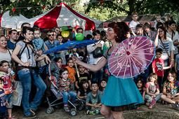 Les millors fotos de la setmana de Nació Digital <a href='http://www.naciodigital.cat/naciofotos/galeria/14456/pagina1/fira/circ/nit/encantada/manlleu'>Primera edició de la Fira Circ de Manlleu.</a></br> Foto: Adrià Costa